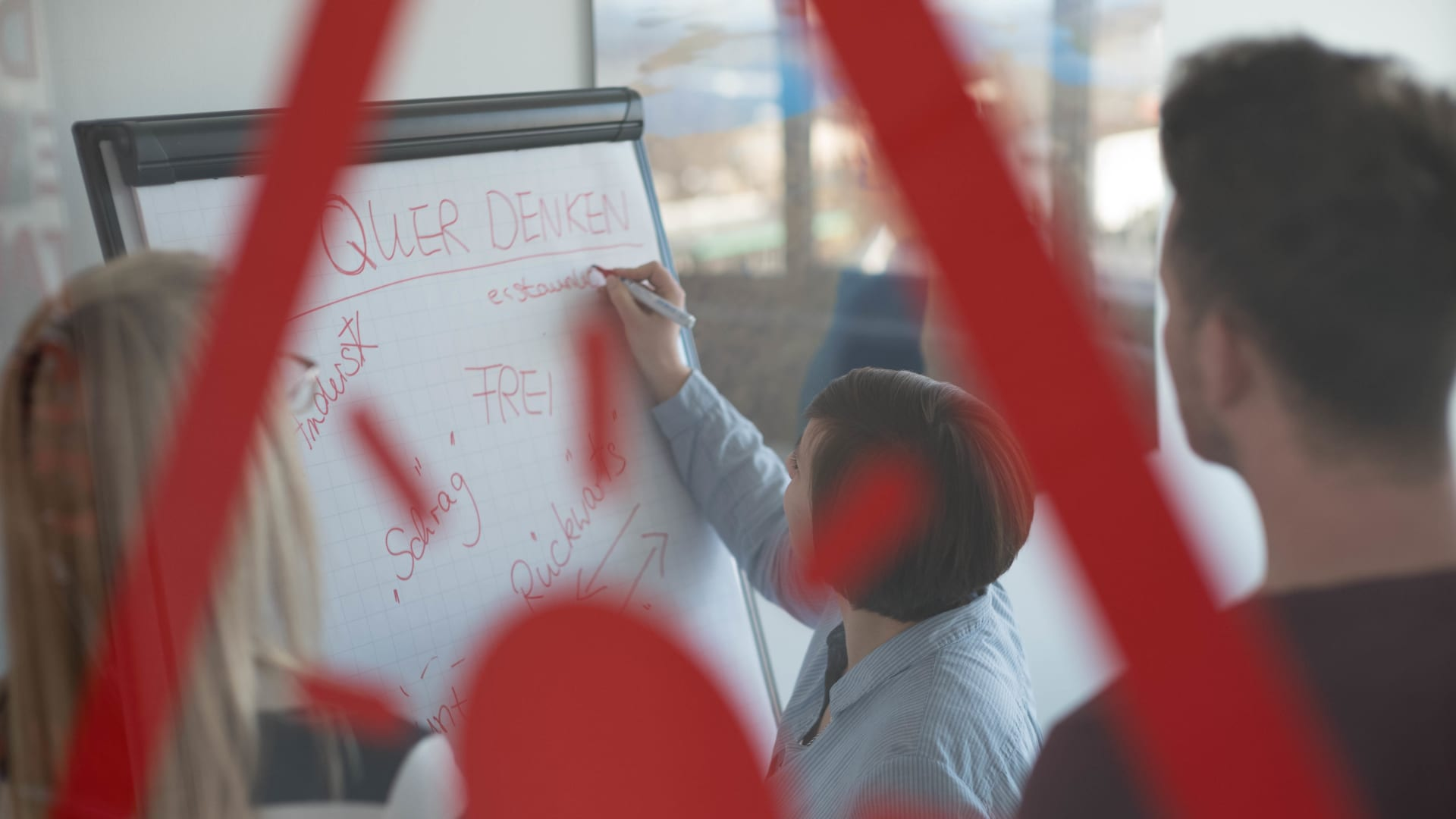Mitarbeiter von Alexander Bürkle beim Brainstorming