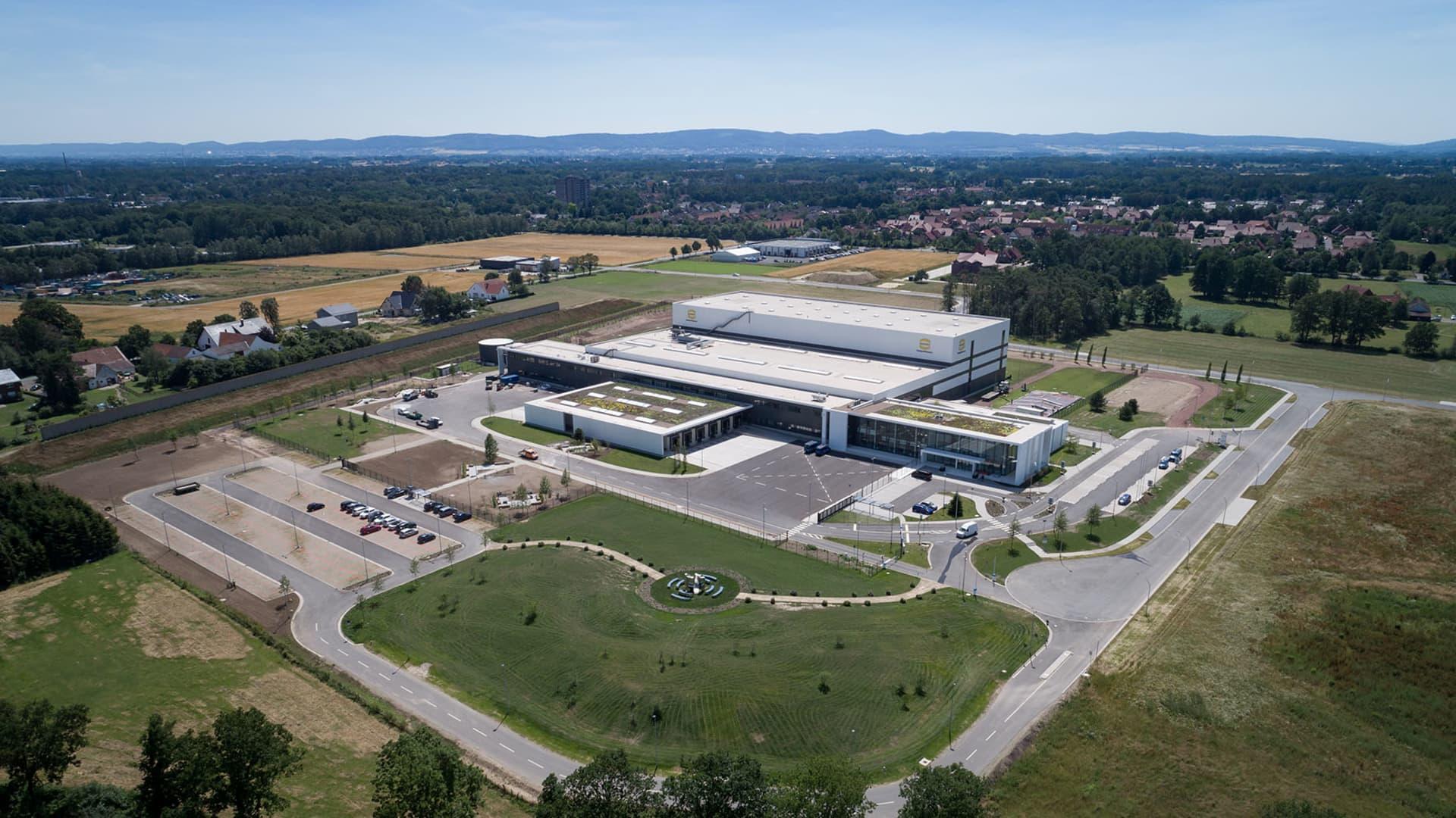 HARTING hat neues Logistikzentrum in Betrieb genommen