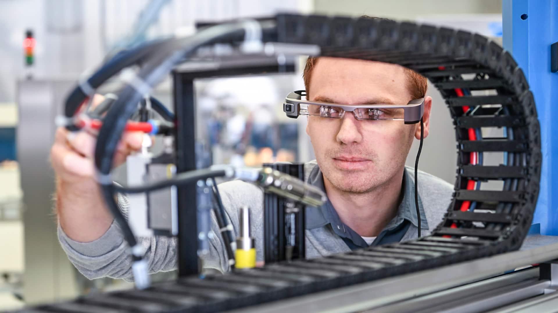 Augmented Automation: Smart Glasses im Einsatz bei KOCH Pac-Systeme GmbH