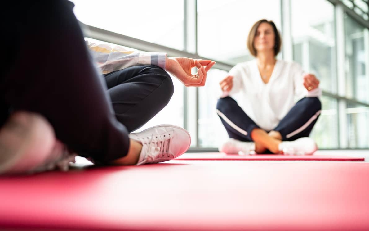 Mitarbeiter von Alexander Bürkle beim Yoga