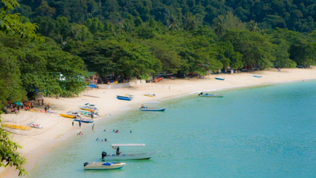 Amazing Anjungan Beach Resort With Tripfez