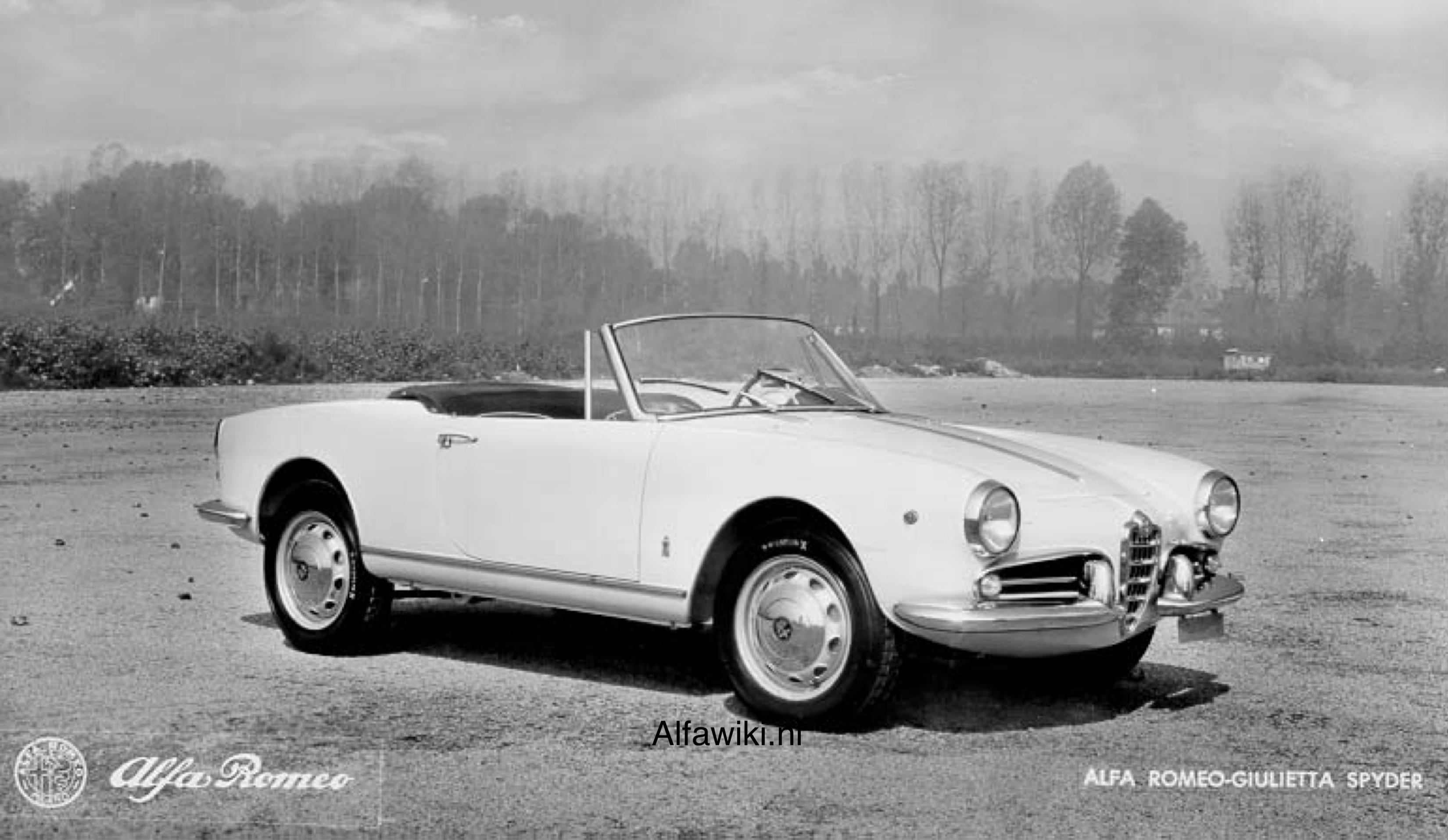 Alfa Romeo Giulietta Spider Press Photos