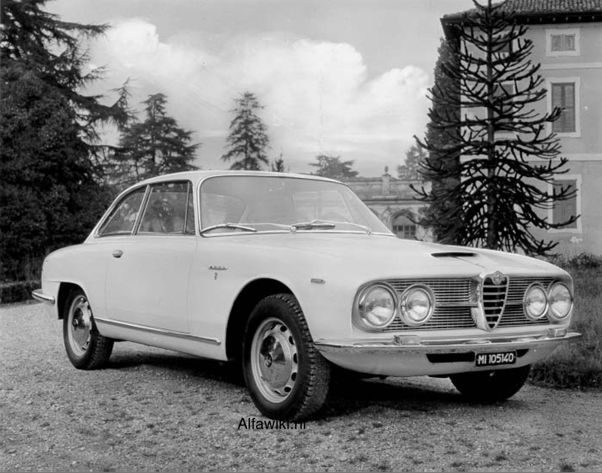 Alfa Romeo 2600 press photos