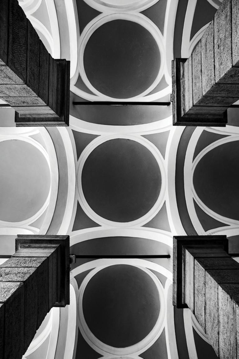 Rigore e simmetria. Intervista ad Angelo Morelli