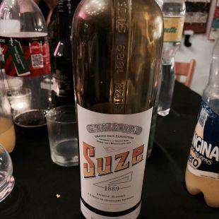 Une bouteille de Suze vide