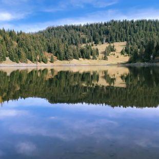 Lac des Chavonnes vu depuis le restaurant qui le borde