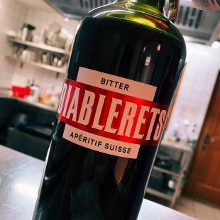 une bouteille de Bitter aperitif Les Diablerets
