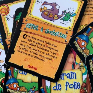 la carte « Sifflet à grelots » du jeu élixir. Elle permet d'annuler l'effet d'un objet magique.