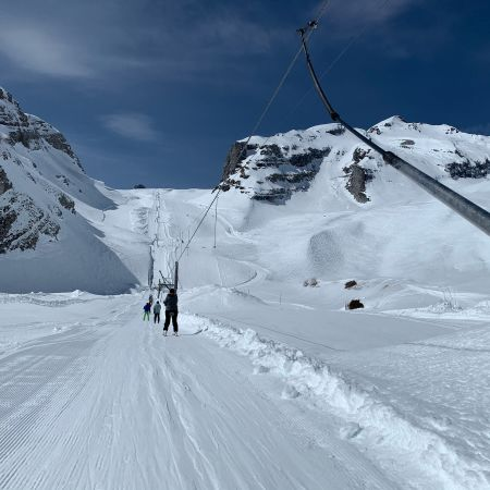 View from Tsantonnaire skilift in Ovronnaz. The weather iis wonderful and there only a few people skiing.
