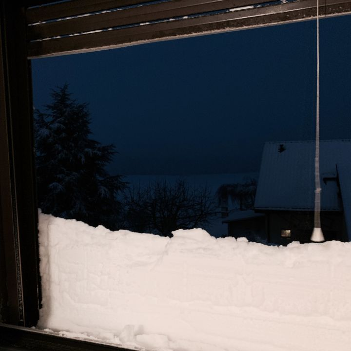The snow is blinding half of the windows (approx 30cm)