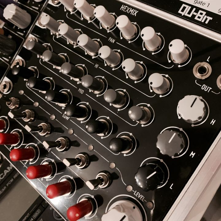 The Befaco Hexmix module. A six chanels performance audio mixer.