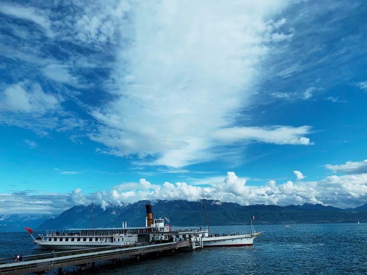 Le bateau a vapeur la Suisse au port de Pully