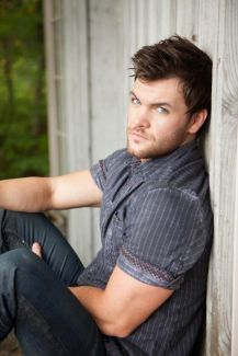 Dylan Scott pictures