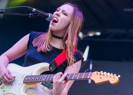 Soccer Mommy pictures