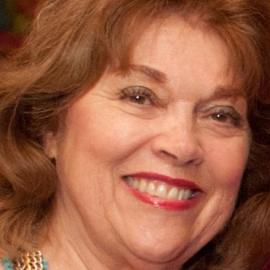 Carolyn Finch Headshot