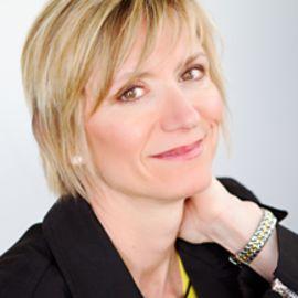 Terri Norvell Headshot