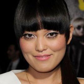 Hana Mae Lee Headshot