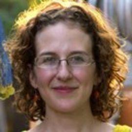 Addie Broyles Headshot
