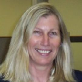 Barbara Trieloff Headshot