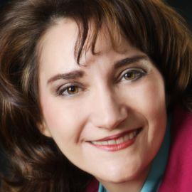 Cari Kaufman Headshot