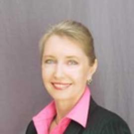 Evelin Saxinger Headshot