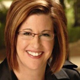 Heather Lutze Headshot