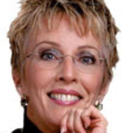 Linda Vanderwold Headshot