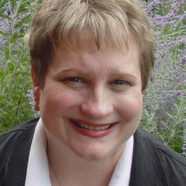 Lisa Alzo Headshot