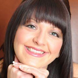 Kirsty Henshaw Headshot