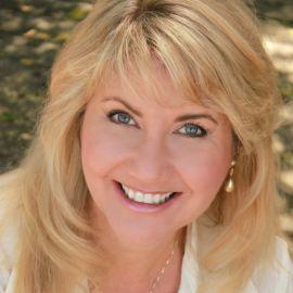 Lisa Louise Cooke Headshot