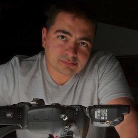 Aaron Ansarov Headshot