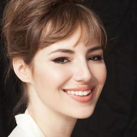 Louise Bourgoin Headshot