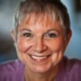 Lois Nachamie Headshot