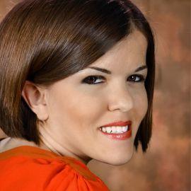 Becky Curran Headshot
