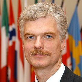 Andreas Schleicher Headshot