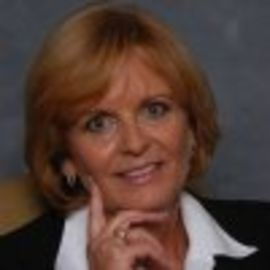 Diane Burrows Headshot