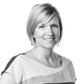 Lynda Deakin Headshot