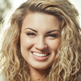 Tori Kelly Headshot
