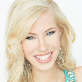 Nicole Kelly Headshot