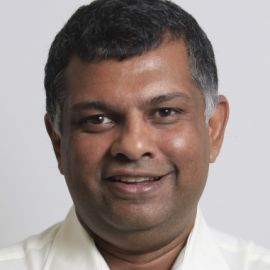 Tony Fernandes Headshot