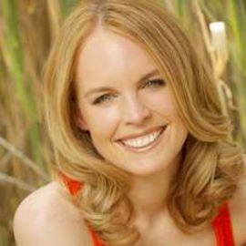 Julie Hession Headshot