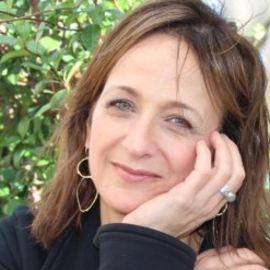 Debbie Stier Headshot
