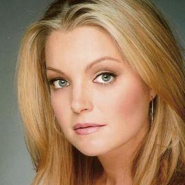 Clare Kramer Headshot