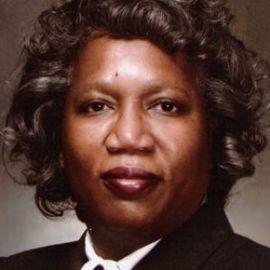 Gail Harris Headshot