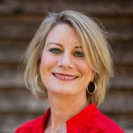 Lisa Robertson Headshot