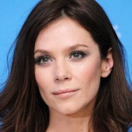 Anna Friel Headshot