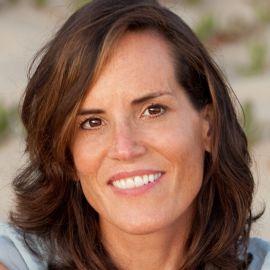 Sarah Brokaw Headshot