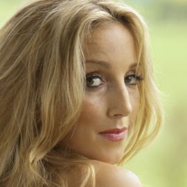 Ashley Monroe Headshot