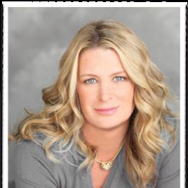 Kristin Hannah Headshot