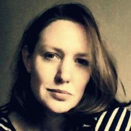 Paula Hawkins Headshot